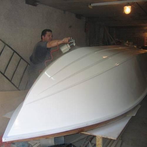 Как покрасить лодку — руководство: подбор материалов и основные этапы работы
