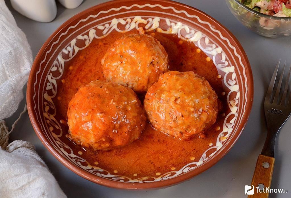 Тефтели из трески в томатном соусе
