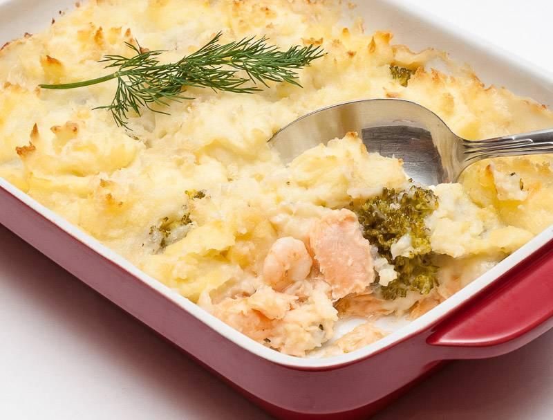 Картофельная запеканка с рыбой в духовке: 9 рецептов приготовления вкусной запеканки