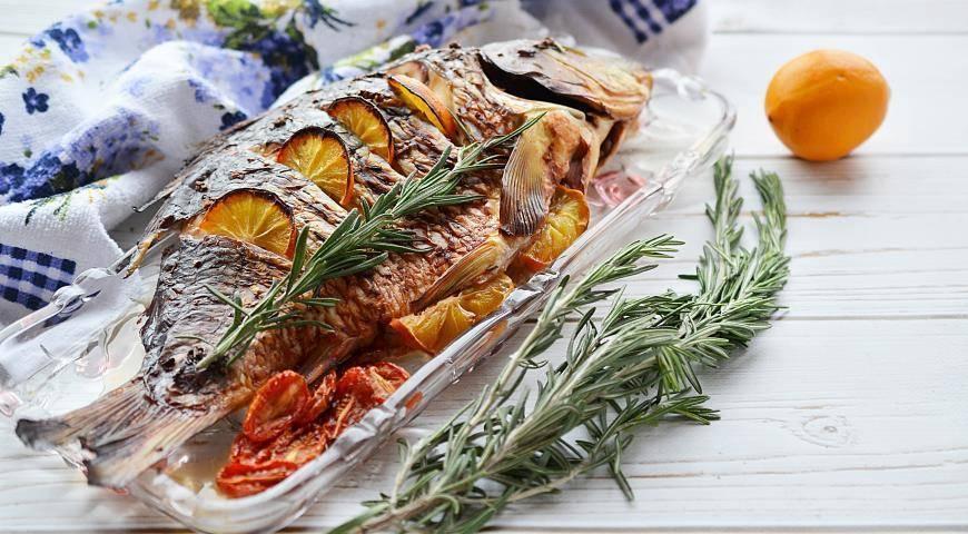 Карп в духовке целиком: рецепты запекания карпа с овощами