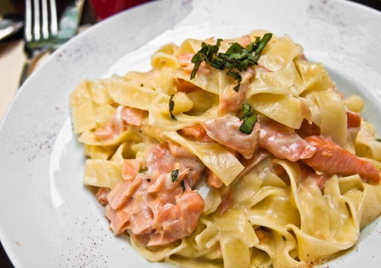 Вкусная паста с лососем в сливочном соусе
