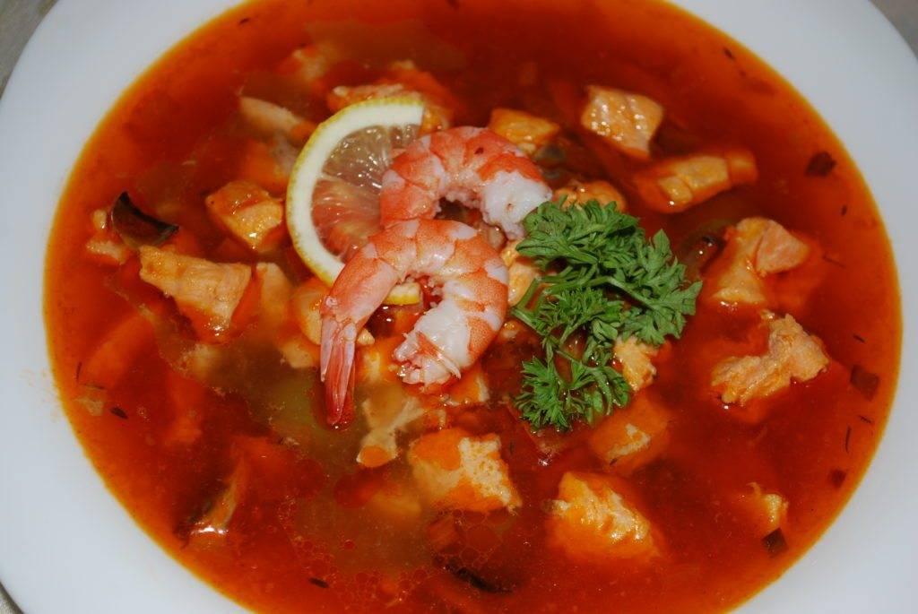 Рыбная солянка - рецепты сборного супа из семги, с креветками, капустой и консервами