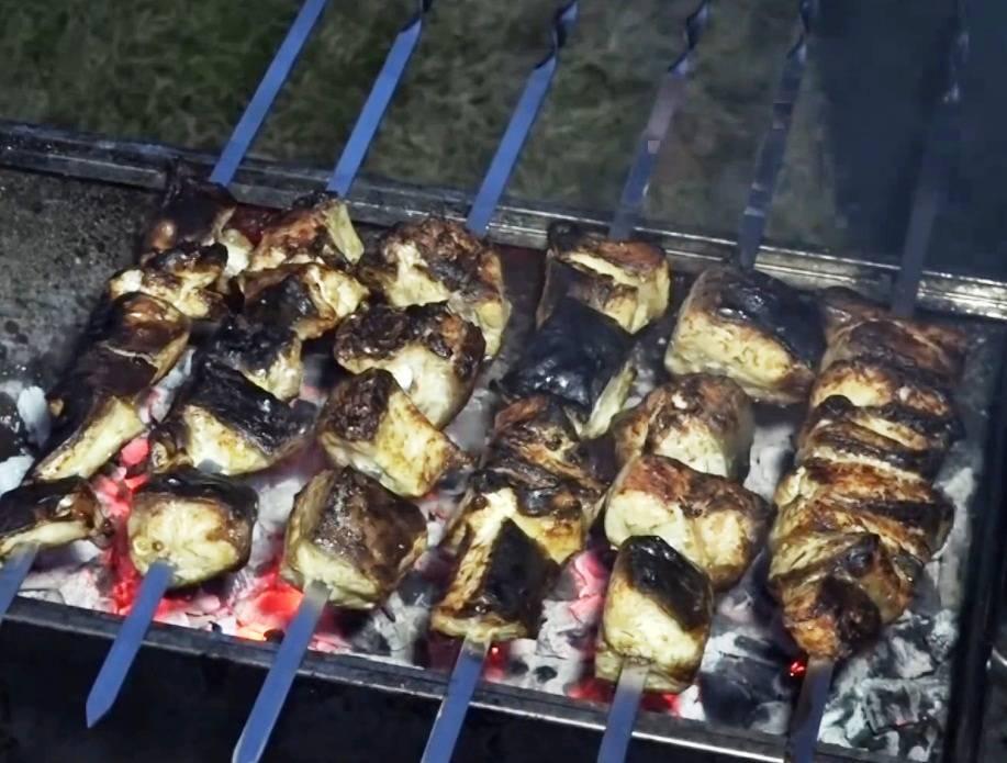 Шашлык из сазана: рецепты, как приготовить на решетке или мангале