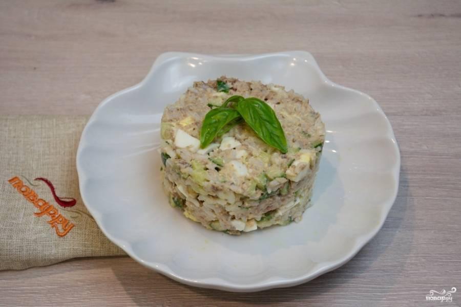 """Как приготовить рыбный салат из консервированной сайры: салатик """"мимоза"""" из консервы и другие варианты, рецепты с фото"""