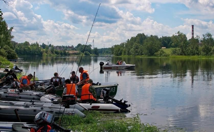 Рыбалка с лодки. особенности ловли рыбы с лодки » мир улова