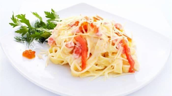 Фетучини с семгой в сливочном соусе — как приготовить оригинальное блюдо