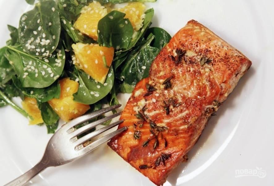 Стейк лосося на гриле со сливочно-горчичным соусом – кулинарный рецепт