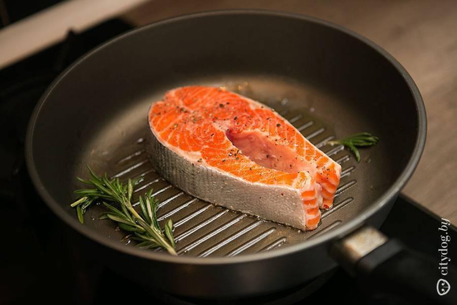 Как приготовить стейк из красной рыбы и пожарить стейки на сковороде