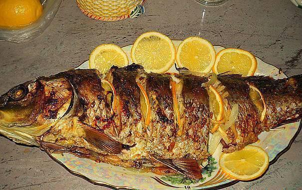 Карп, запеченный в духовке – кулинарный рецепт