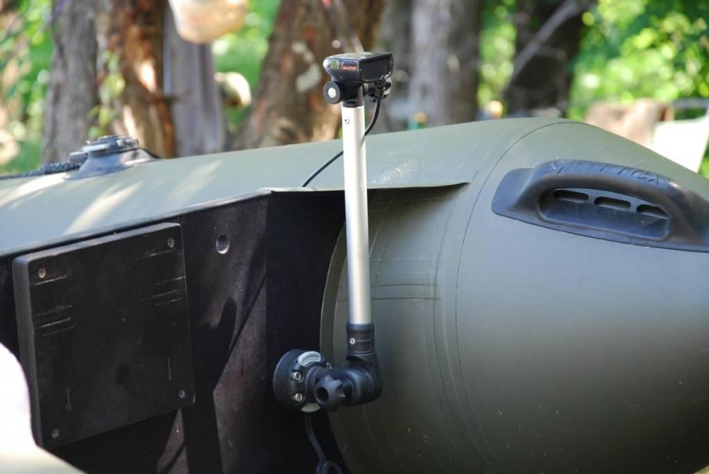 Держатель датчика эхолота: варианты крепления на лодку пвх