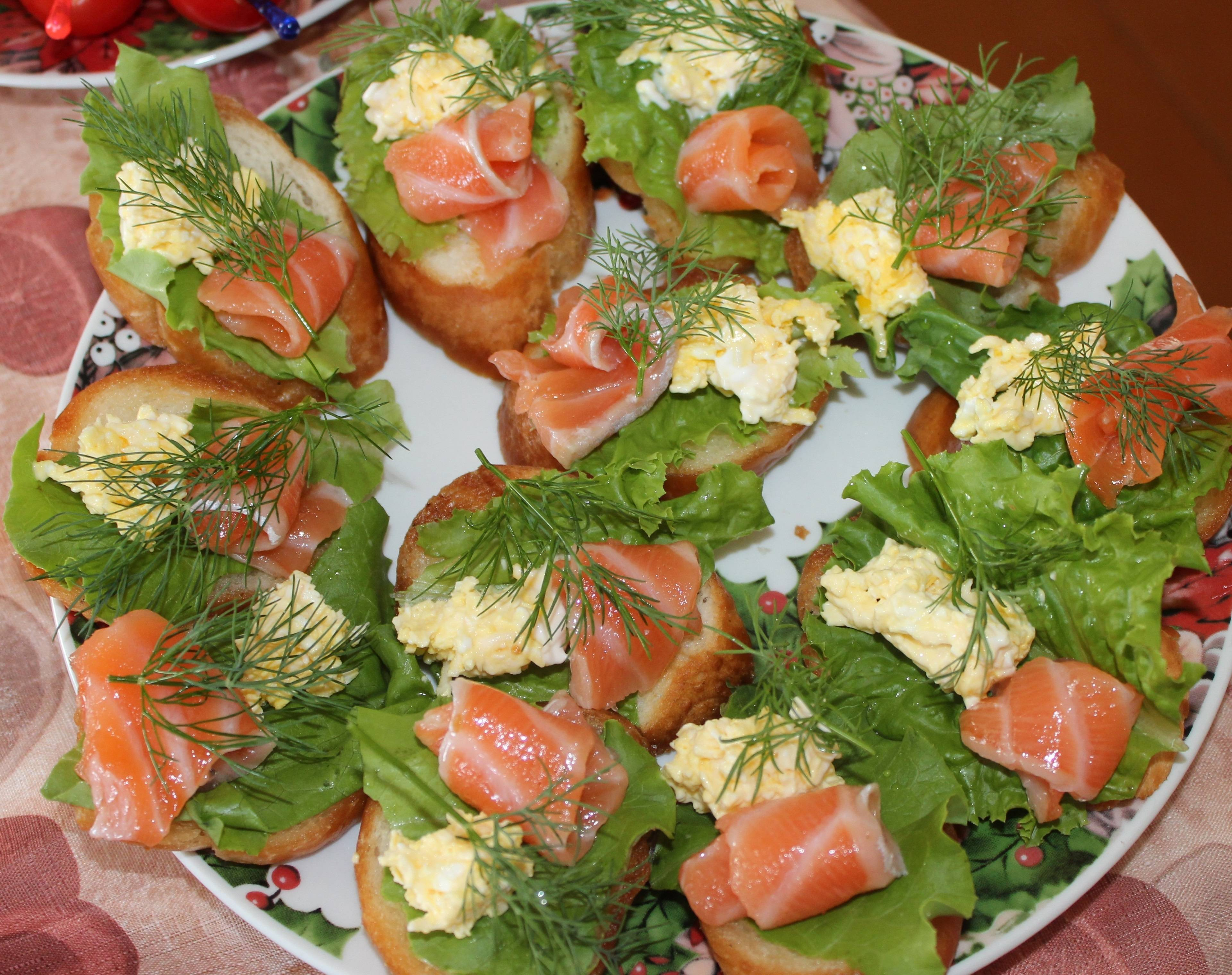 Бутерброды с красной рыбой на праздничный стол - простые и вкусные рецепты
