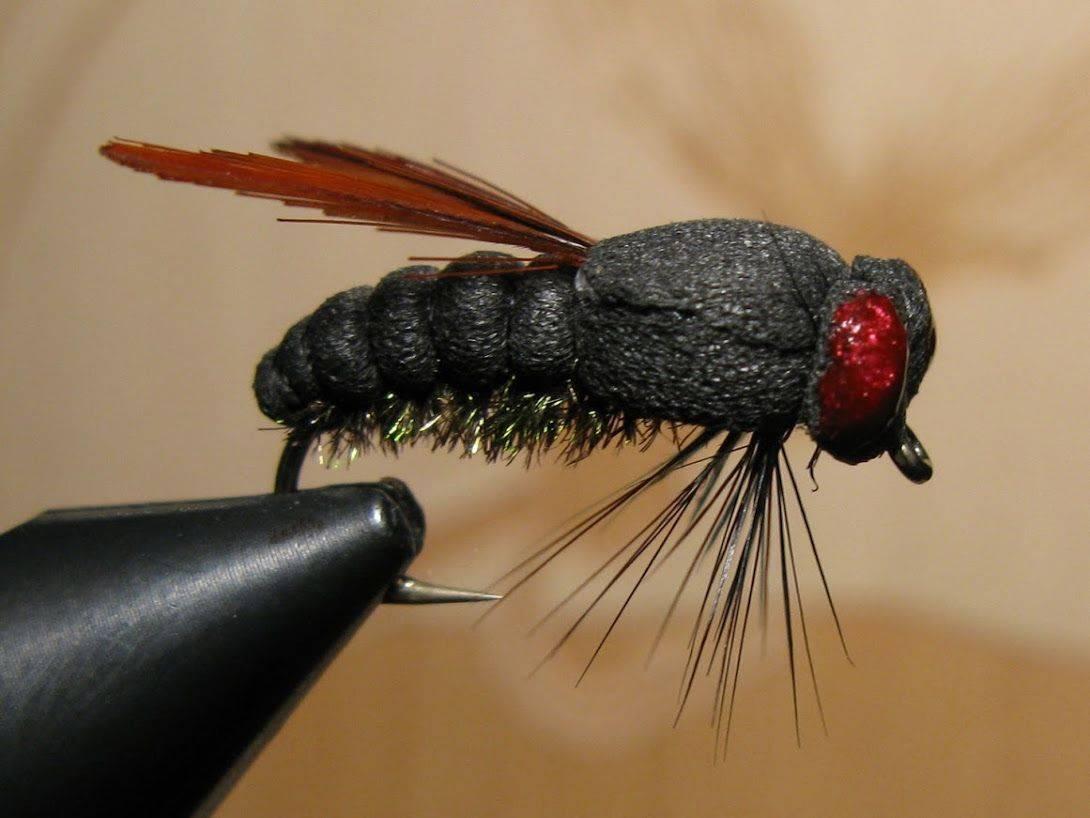 Мушки на хариуса (31 фото): ловля на сухие мушки с поплавком. как привязать их к леске? верховые мушки «ручейник» и другие модели
