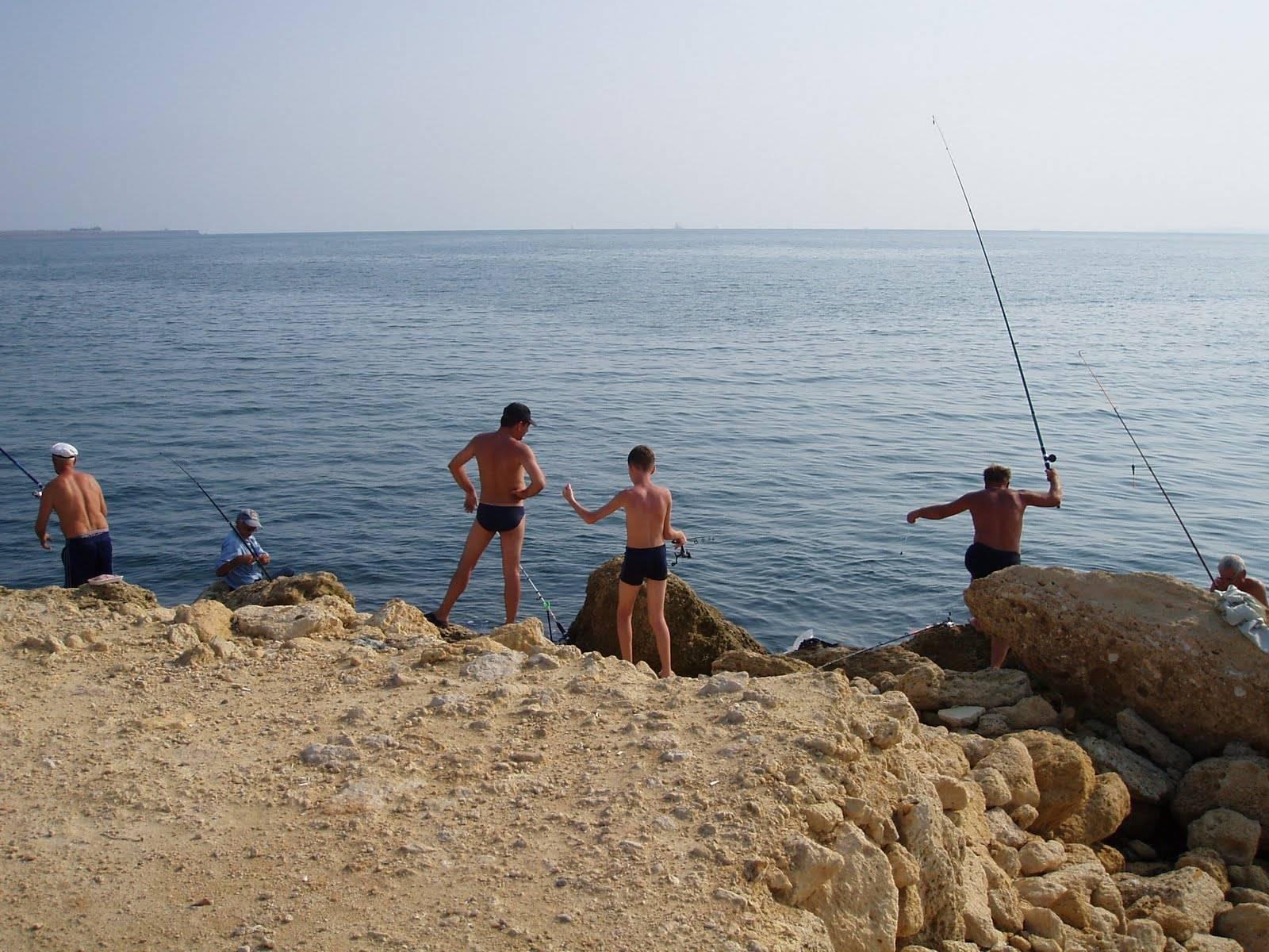 Рыбалка в евпатории с берега в августе и другие месяцы, лучшие места для ловли