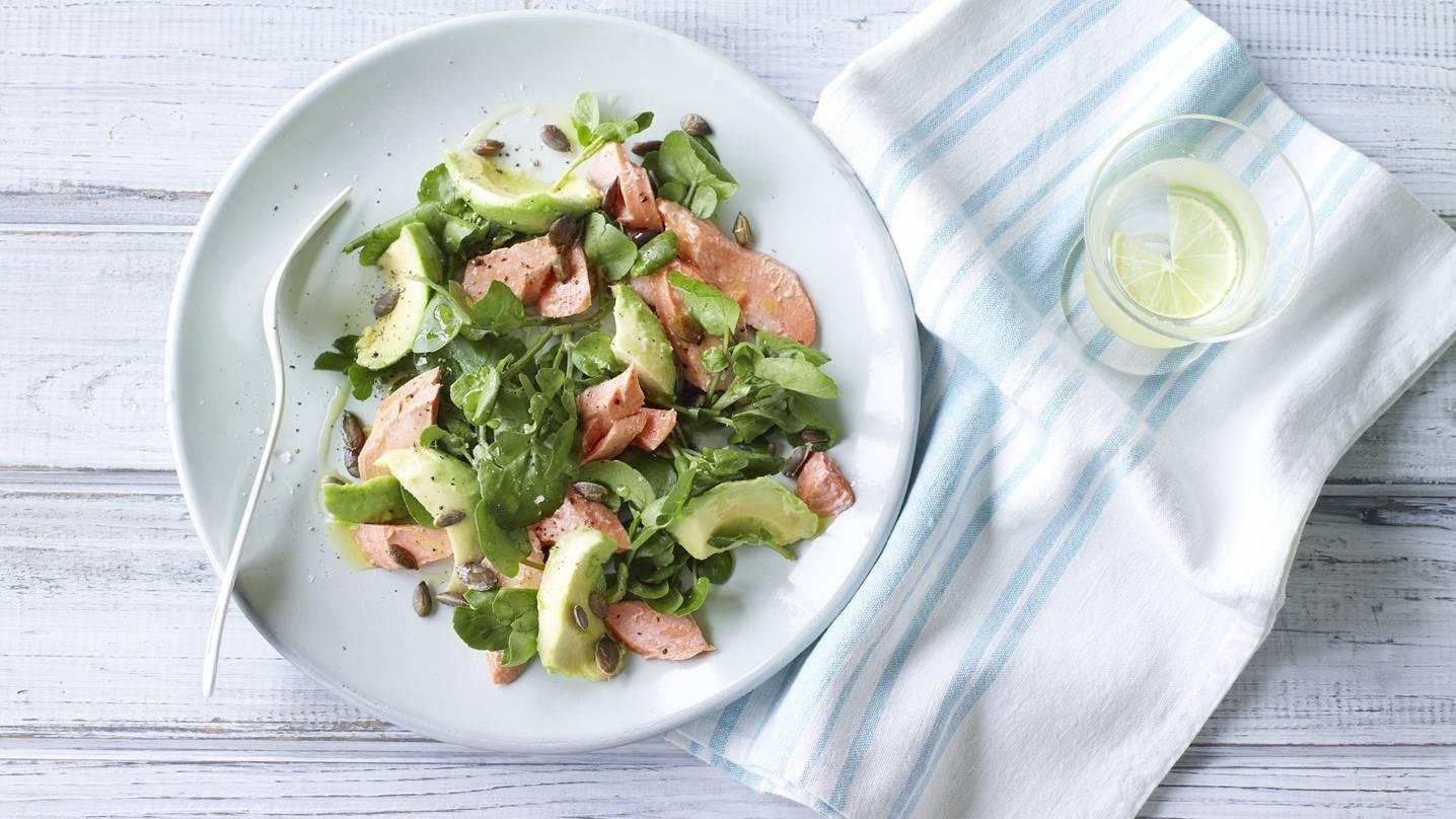 Салат с рукколой, авокадо и семгой – кулинарный рецепт