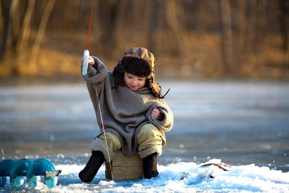 Клюет ли рыба в дождь: особенности рыбалки, приметы