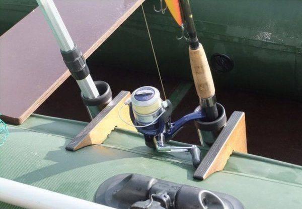 Держатель для спиннинга на лодку (пвх), как сделать подставку под удочку своими руками