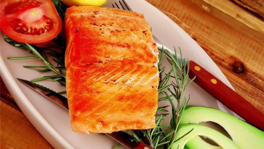 Рыба горбуша — в чем отличие от лосося, рецепты приготовления в духовке, польза и вред