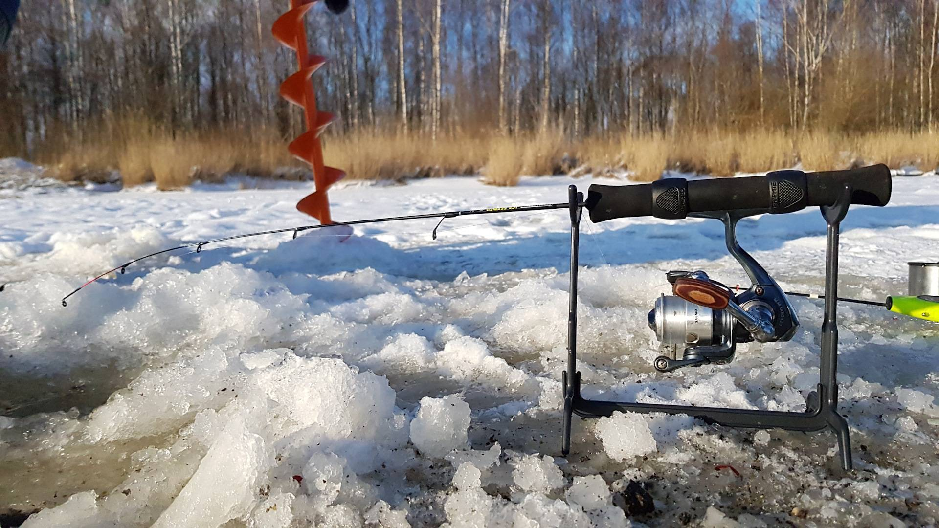 Оснастка для зимнего фидера со льда, устройство и особенности
