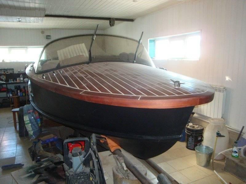 Краска для катеров, яхт и лодок – выбор и порядок применения: разбираем подробно