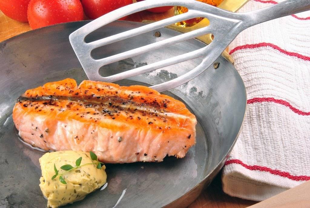 Как пожарить лосося на сковороде
