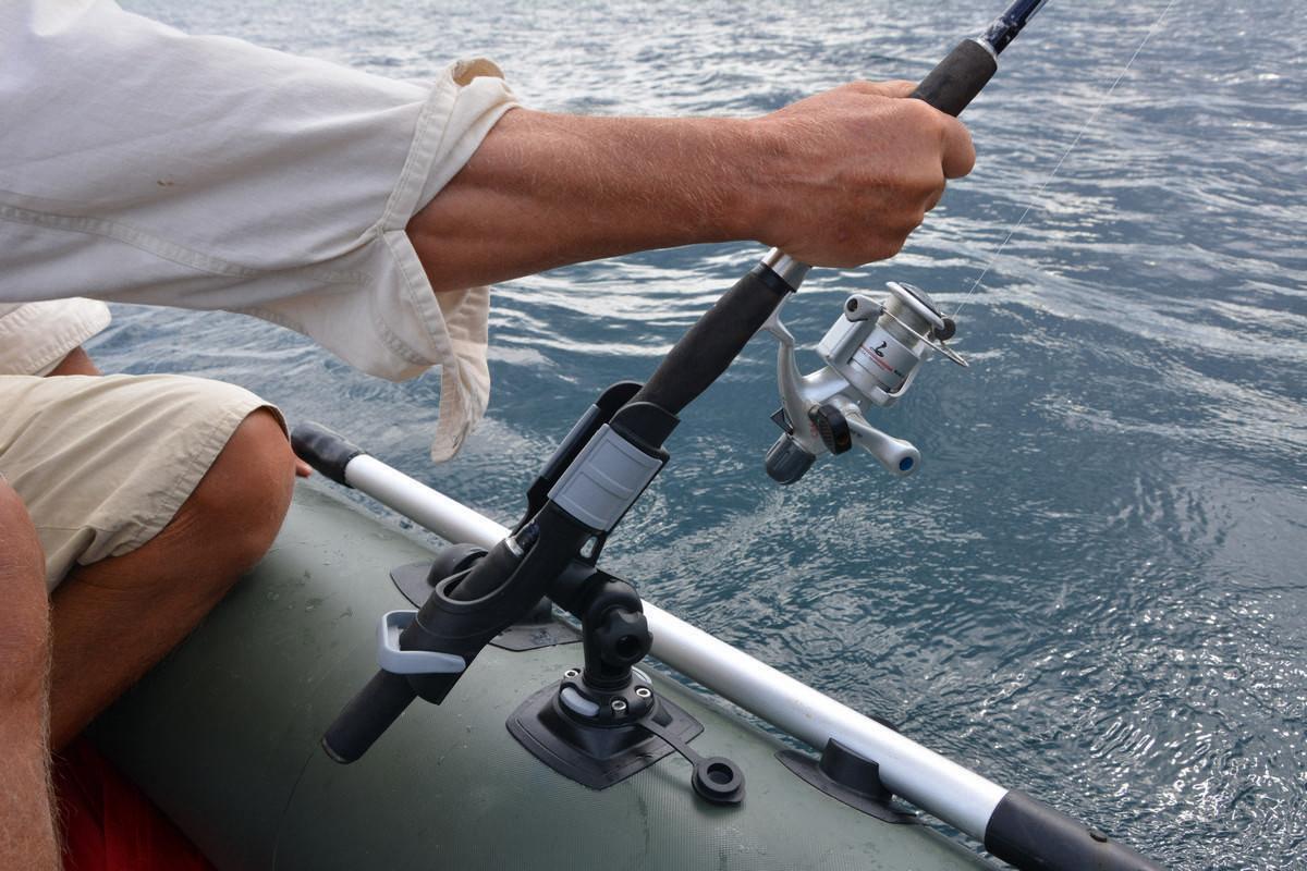 Держатель бортовых удочек: на лодку пвх, своими руками