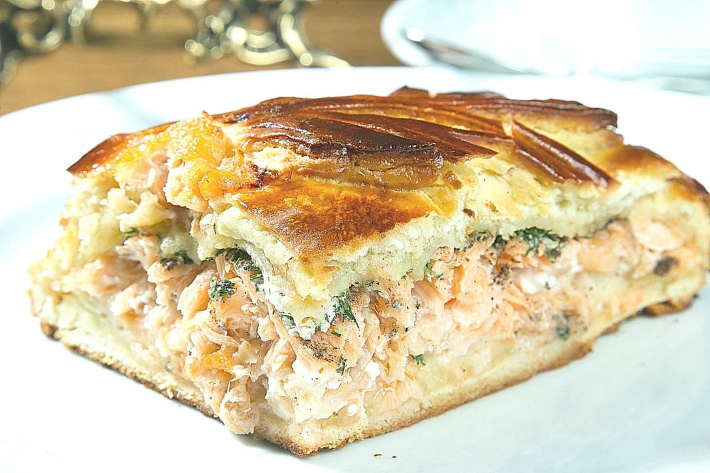 Пирог заливной с картошкой и консервой: пошаговый рецепт
