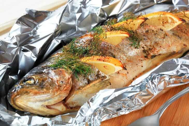 Форель в духовке запеченная с картофелем и помидорами. пошаговый рецепт сергея джуренко