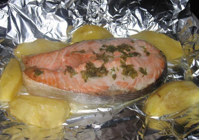 Рыба с картошкой в духовке запеченная