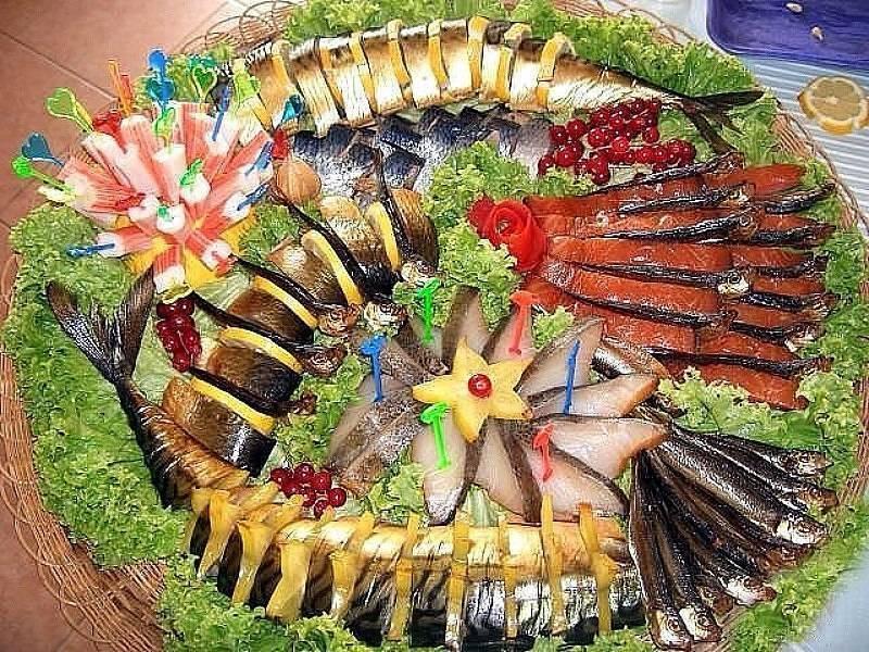 Как украсить рыбную нарезку на праздничный стол