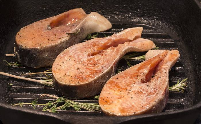Нежный лосось в сливочном соусе на сковороде: пальчики оближешь