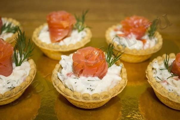 Тарталетки с красной рыбой: рецепты с фото на праздничный стол