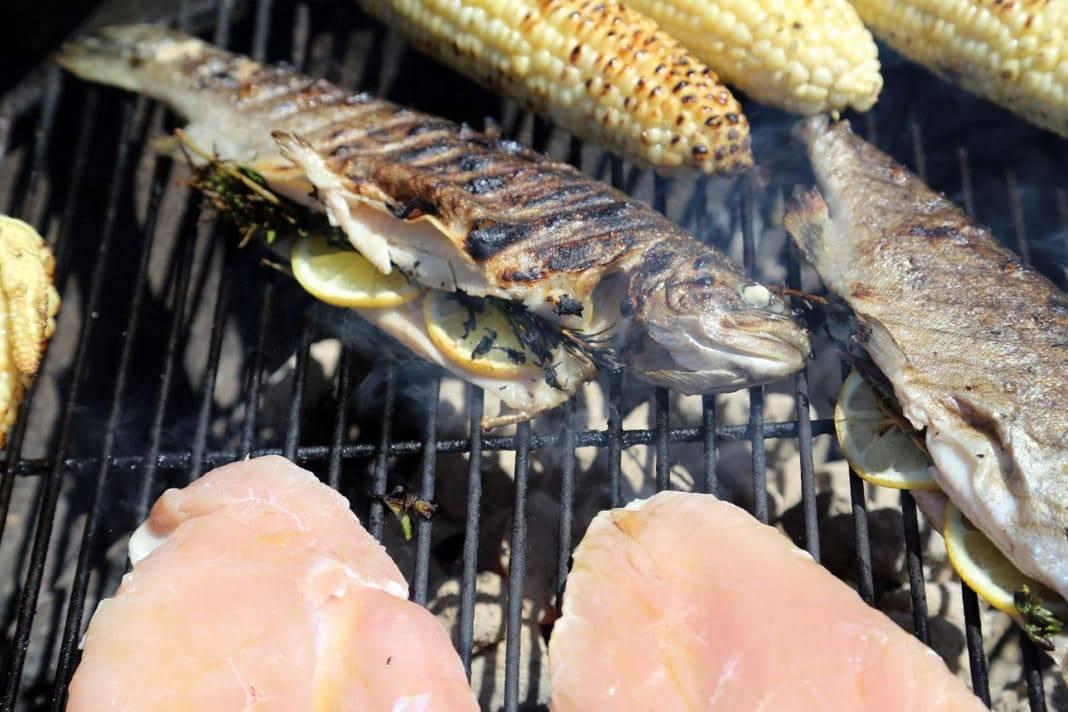 Шашлык из осетра на гриле, мангале или решетке, рецепты приготовления целиком