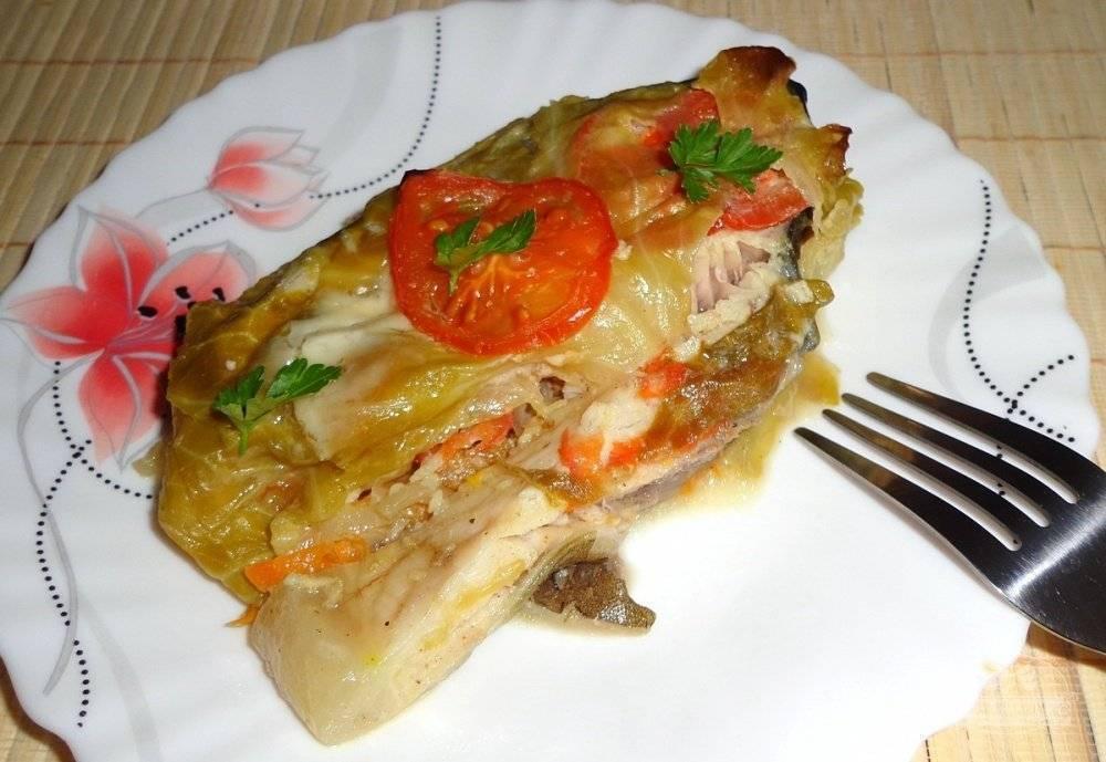 Рыба, запеченная с овощами в духовке — 5 вкусных и полезных рецептов в фольге и рукаве