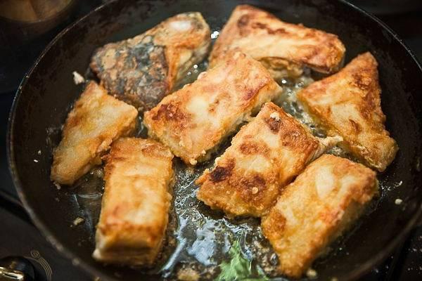 Сколько жарить рыбу на сковороде? советы по приготовлению