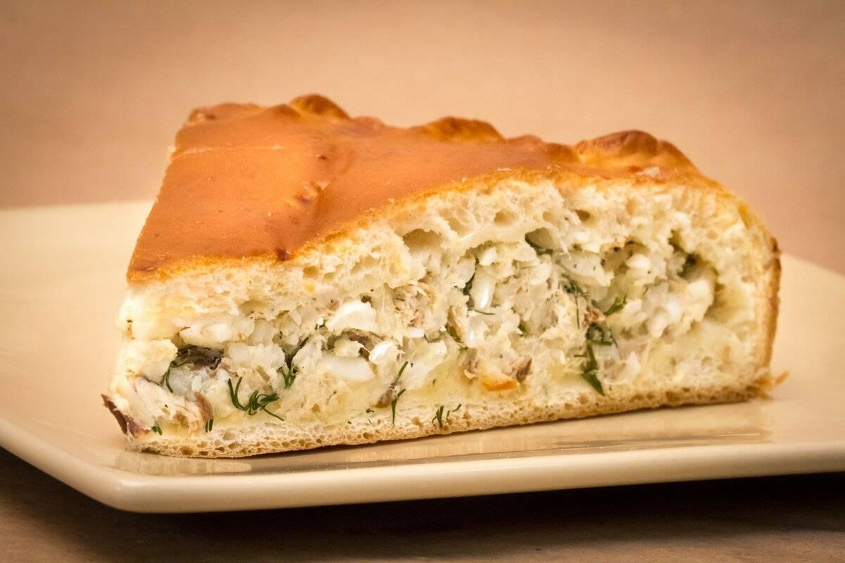 Заливной пирог с рыбными консервами: 8 рецептов |