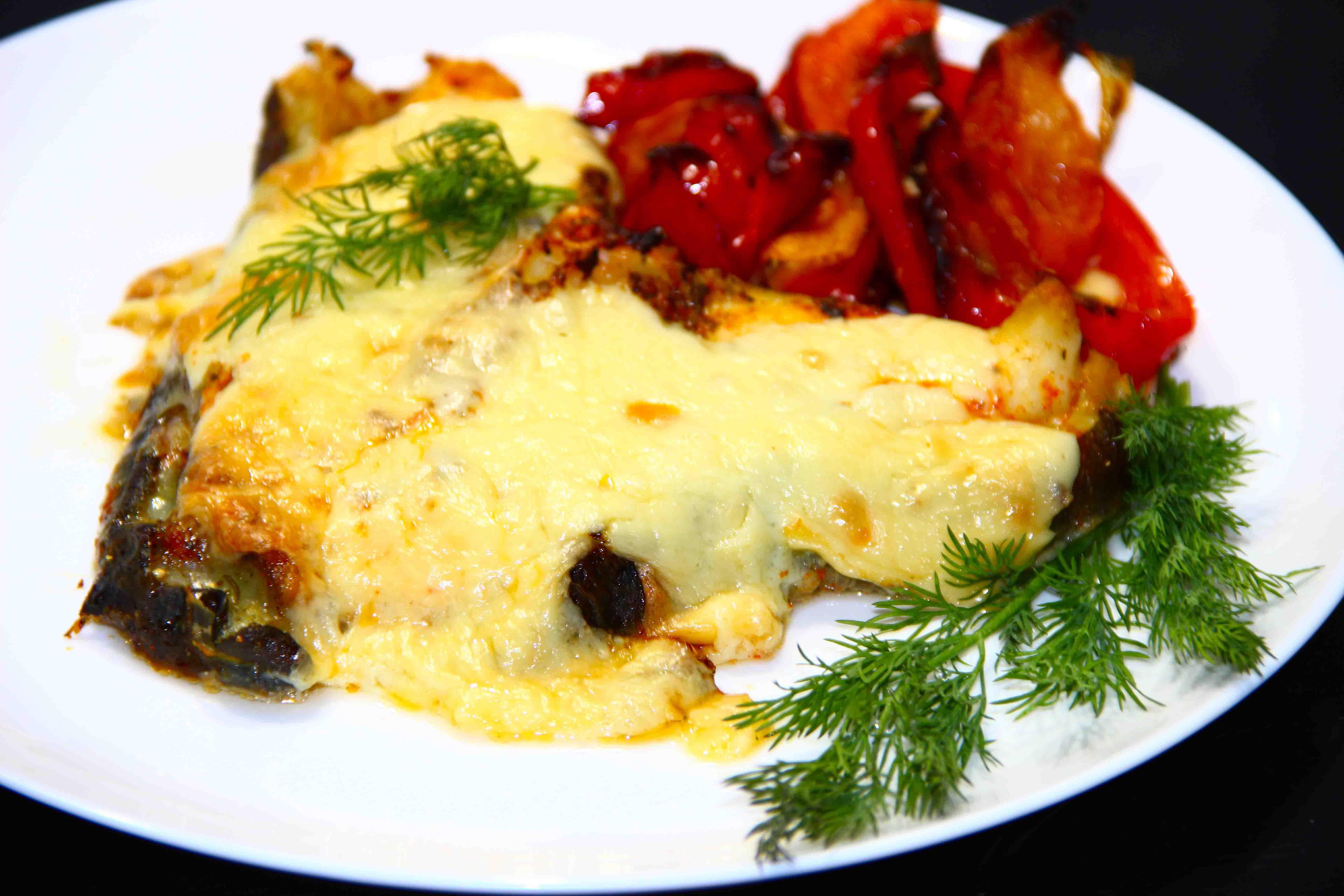Запеченная рыба с рисом и сыром в духовке - вкусно и сытно