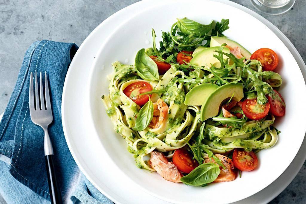 Салат из авокадо с сёмгой – кулинарный рецепт