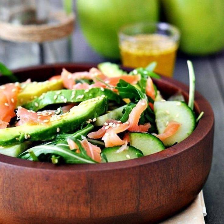 Салат с лососем – достойное и вкусное блюдо для праздничного стола: рецепт с фото и видео