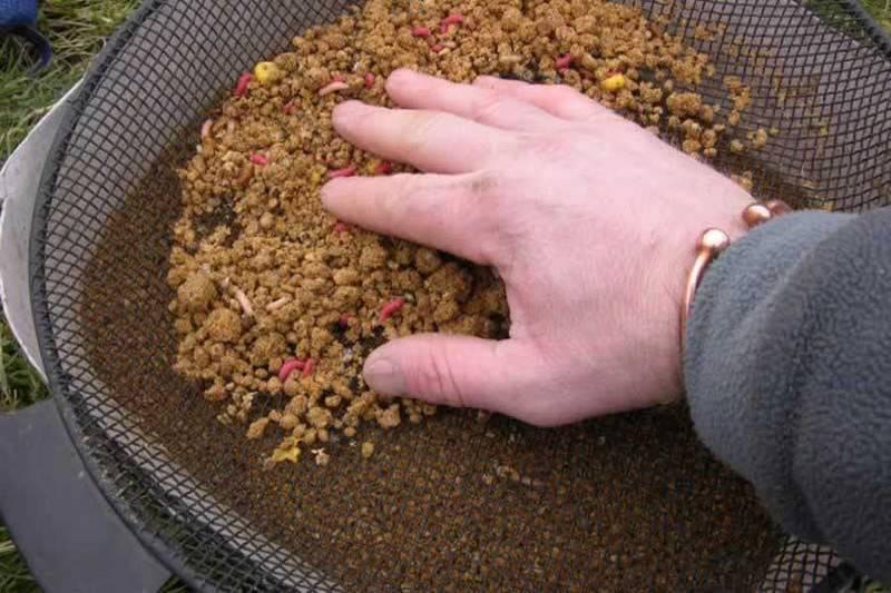 Зимняя прикормка на плотву: рецепты и способы приготовления своими руками