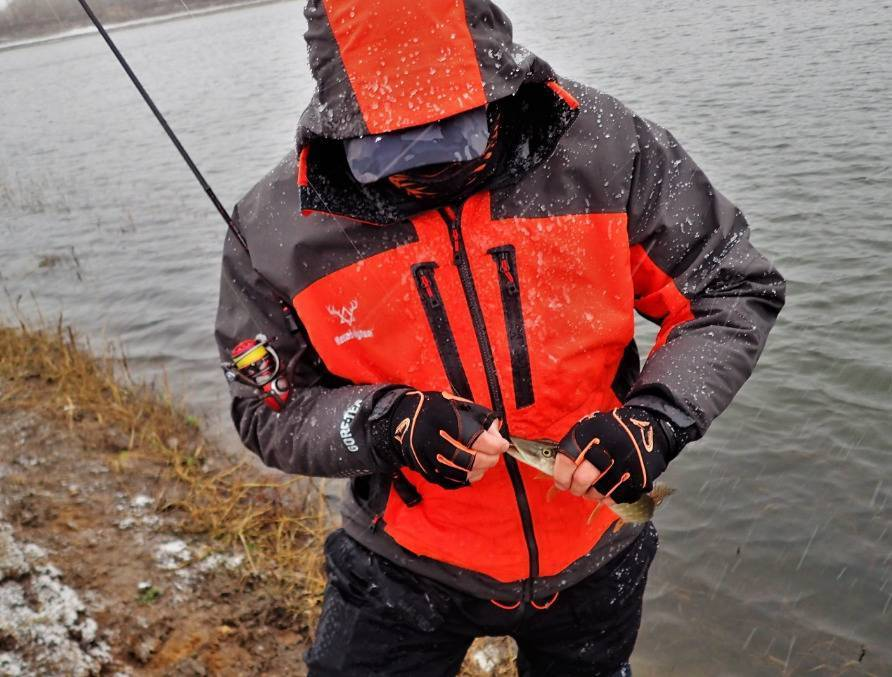 Костюм для зимней рыбалки: отзывы рыболовов и рейтинг лучших производителей, виды экипировки и их отличия