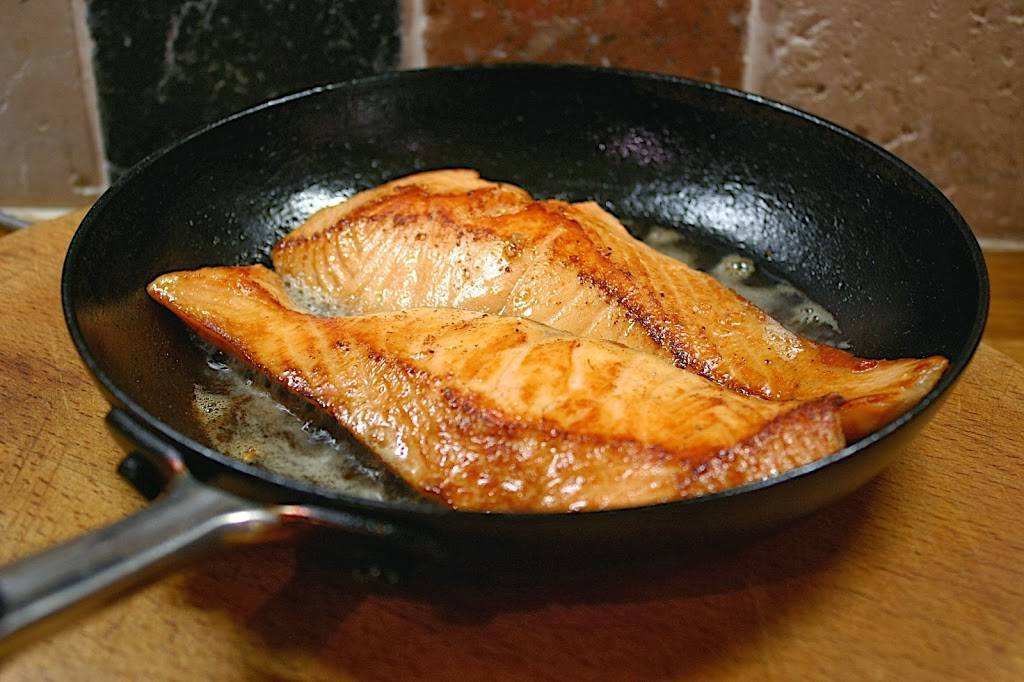 Как на сковороде пожарить карпа - пошаговый рецепт