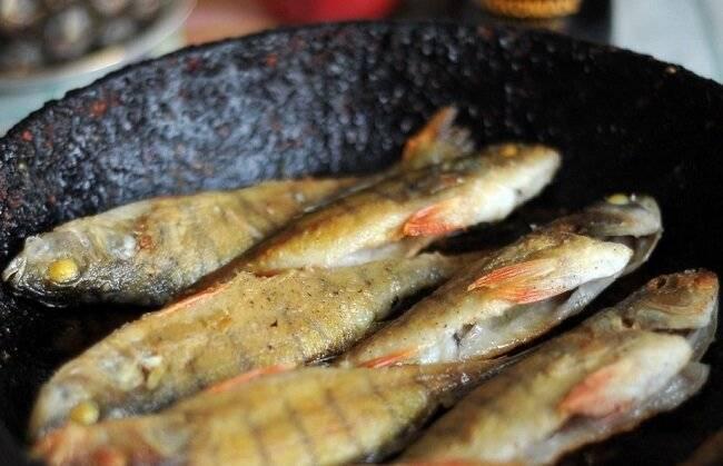 Как пожарить мелкую рыбу на сковороде — wowcook.net