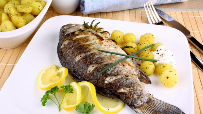 Карп в духовке в фольге: как приготовить, рецепты запеченной рыбы, сколько готовить