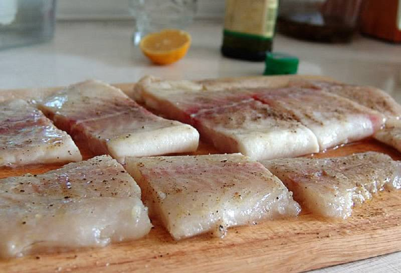 Сколько готовится рыба в духовке