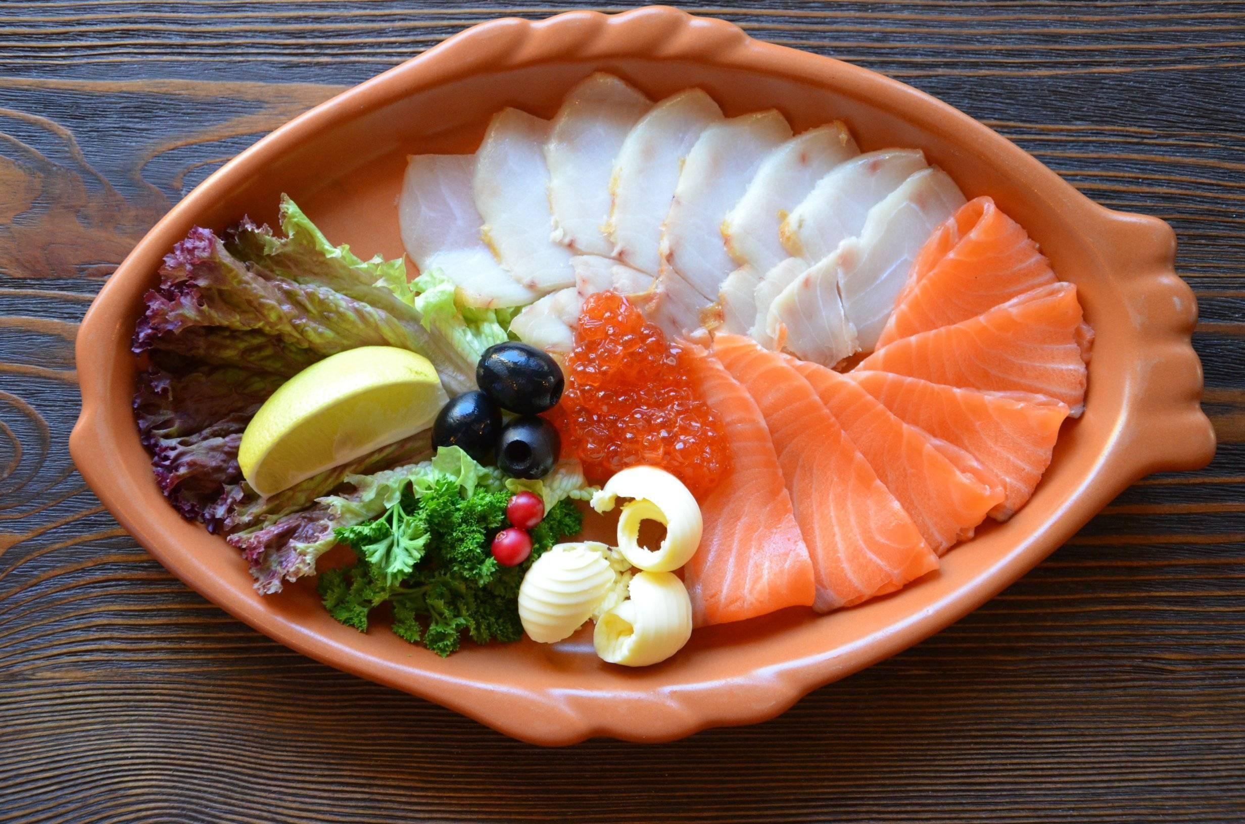 Самые красивые нарезки из продуктов: колбасы, рыбы, сыра, фруктов и овощей, фото идеи оформления праздничного стола