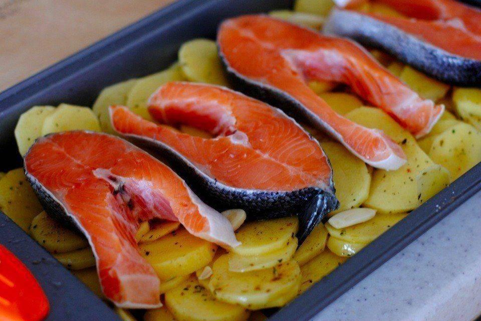Форель в духовке: рецепты, чтобы была сочная и очень вкусная