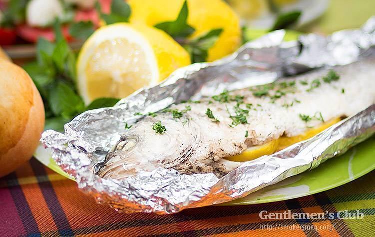 Рыба в углях в фольге на мангале