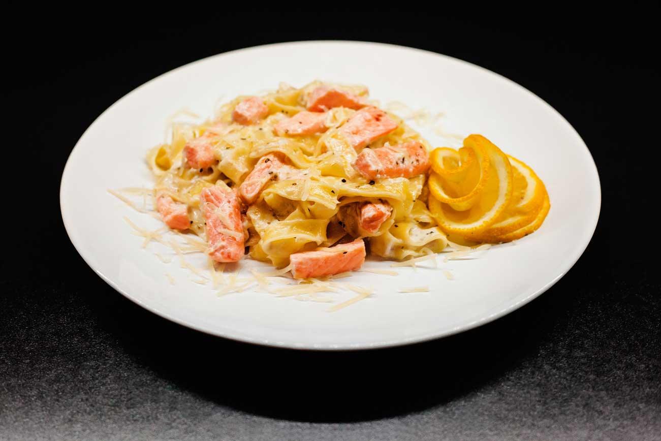 Фетучини с креветками в сливочном соусе. рецепт пошаговый с пармезаном, шпинатом, сыром, грибами, цуккини. фото