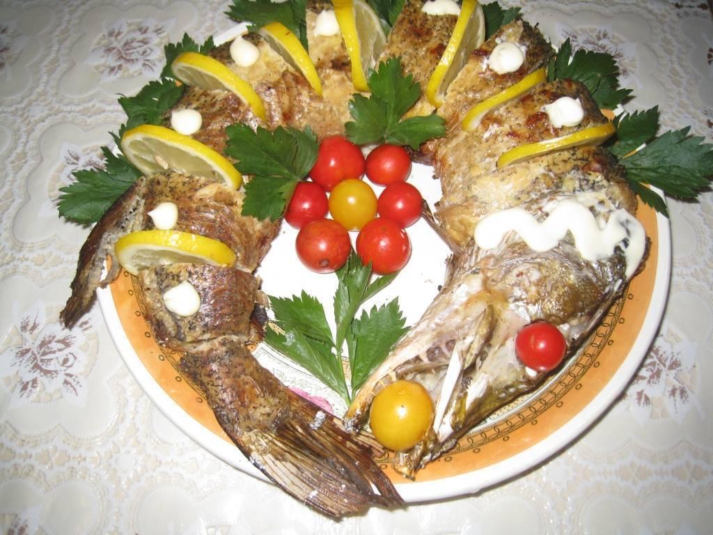 Щука, фаршированная овощами