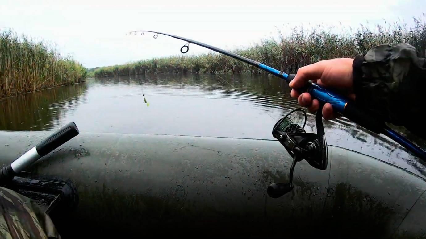 Клюет ли рыба в дождь: особенности рыбалки под дождем и после